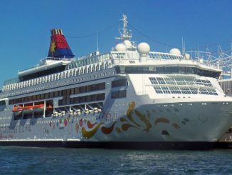 Live Cruise Ship Tracker for SuperStar Pisces, Star Cruises